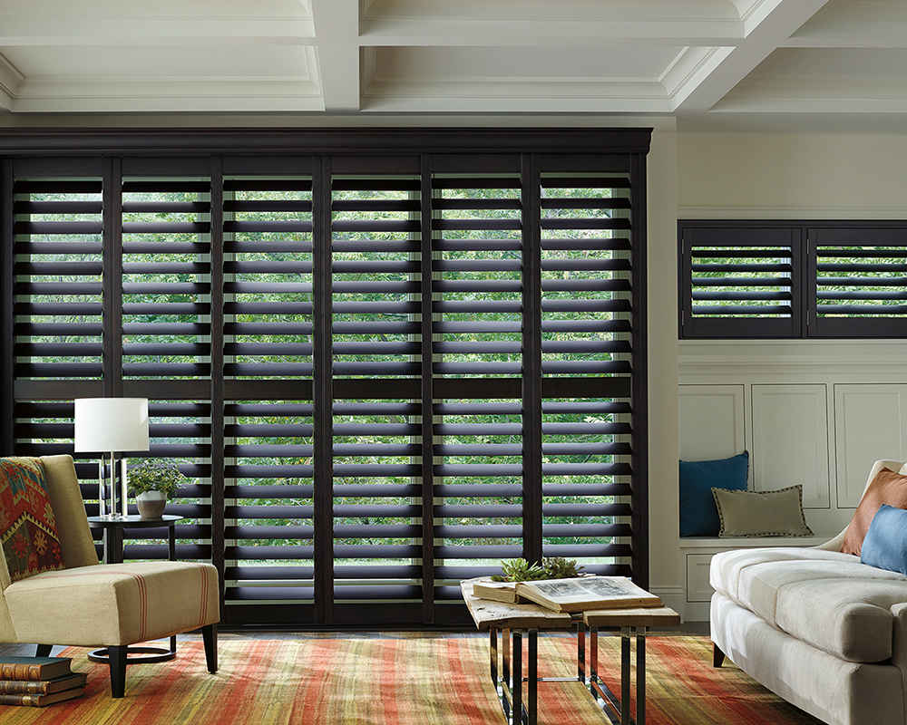 Hunter Douglas Wood Shutter