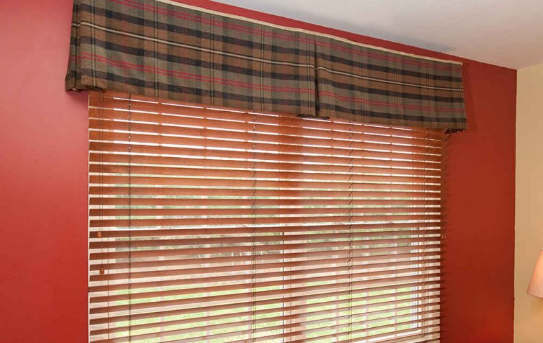 Kick Pleat Valance Plaid Fabric
