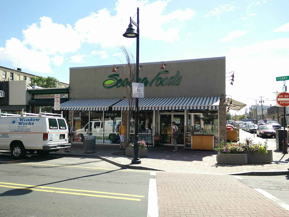 Retractable Awning Seabra Foods