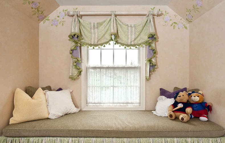 Savannah Valance With Window Seat Cushion